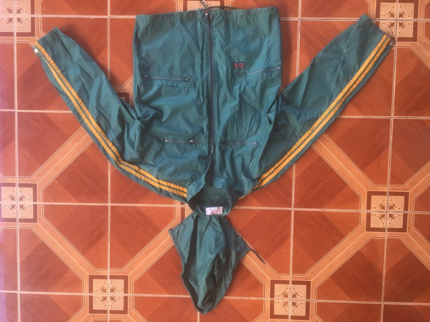 Qantas Spray Jacket. Zip out hood & 4 pockets. Only used twice. Size S