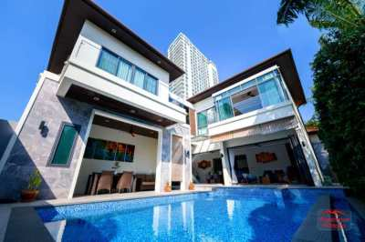 Luxury Villa with Direct Beach Access @ Majestic Residence