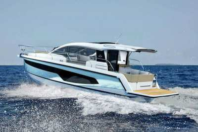 NEWLY RELEASED SEALINE C335 - WELL EQUIPPED AND DISCOUNTED