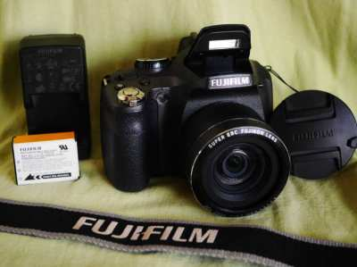 Fuji Fujifilm FinePix SL300 Digital Black Camera with 30X Super Zoom