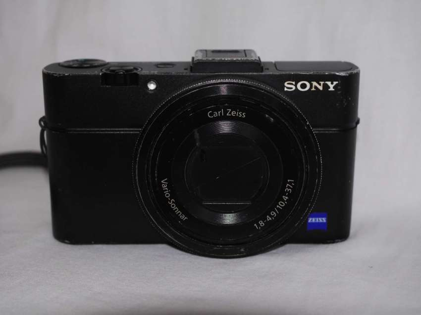 Sony RX100 M2 Advanced Camera with 1.0 inch sensor and Carl ZEISS Lens