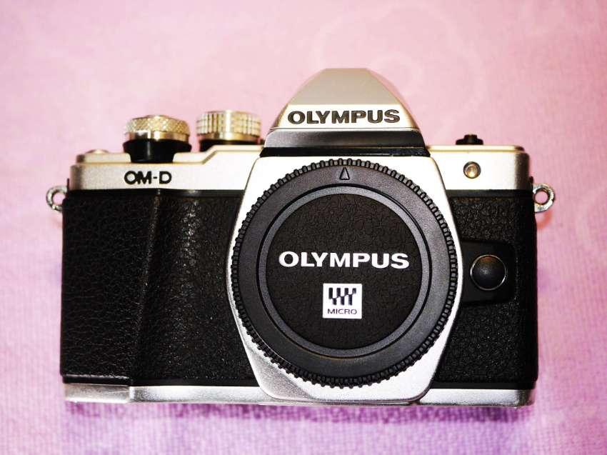 OLYMPUS OM-D E-M10 Mark II Wi-Fi Black Silver Body