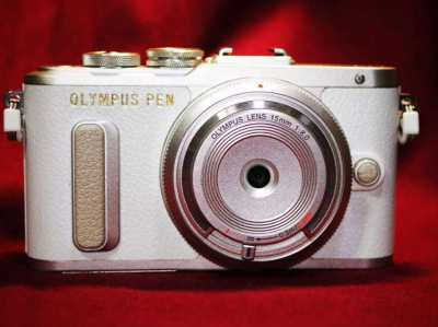Olympus E-PL8 Wi-Fi Camera with Olympus 15mm F8 Fix Lens