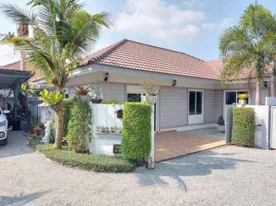 Detached bungalow in quiet cul-de-sac for rent.