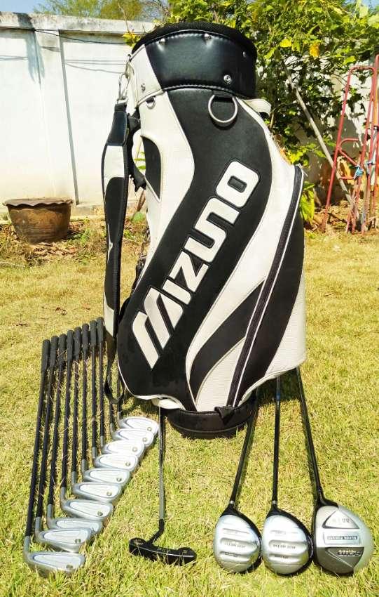SOLD     Golf, Full set of Mizuno golf clubs in bag