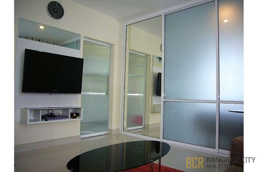 Life at Sukhumvit 65 Luxury Condo Renovated 1 Bedroom Unit Best Price
