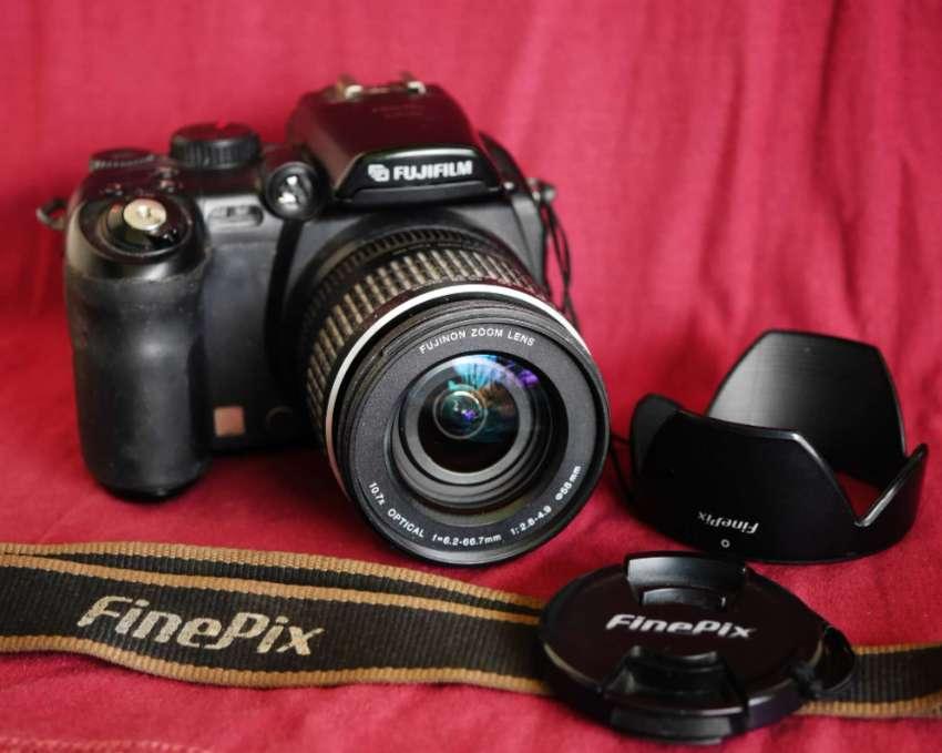 Fuji Fujifilm FinePix S9500 (S9000) Digital Black Camera