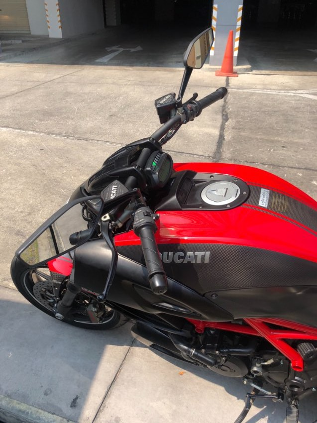 Ducati Diavel Carbon Red for Sale (Price Reduced to 320,000 baht )