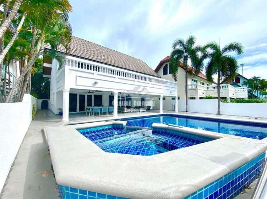 Discount 2 MB !!!. 2 storey pool villa near Bangkok Pattaya Hospital
