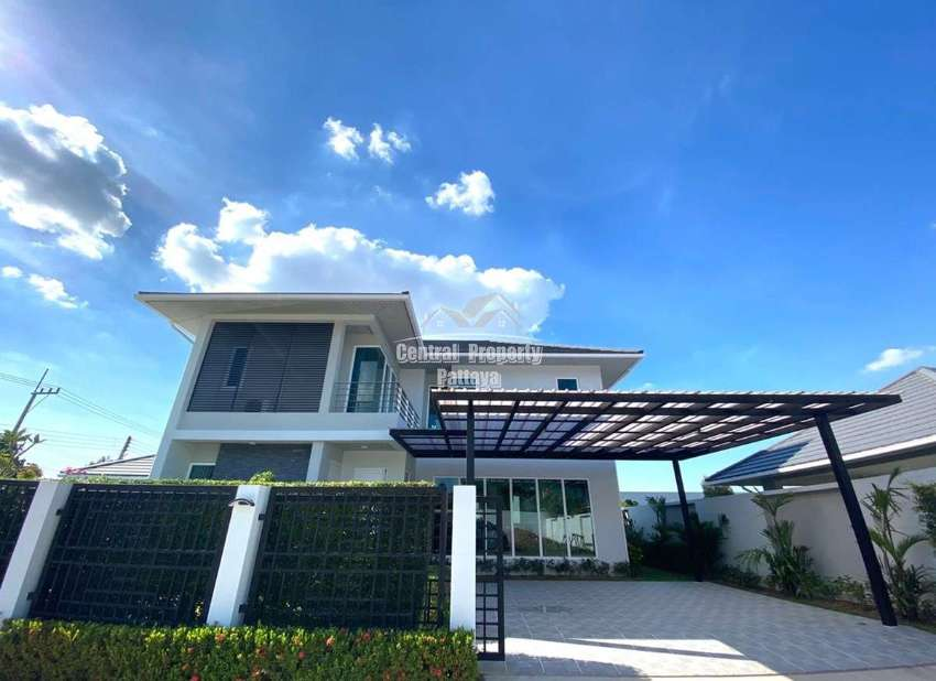 Beautiful two storey pool villa for rent and sale in east pattaya