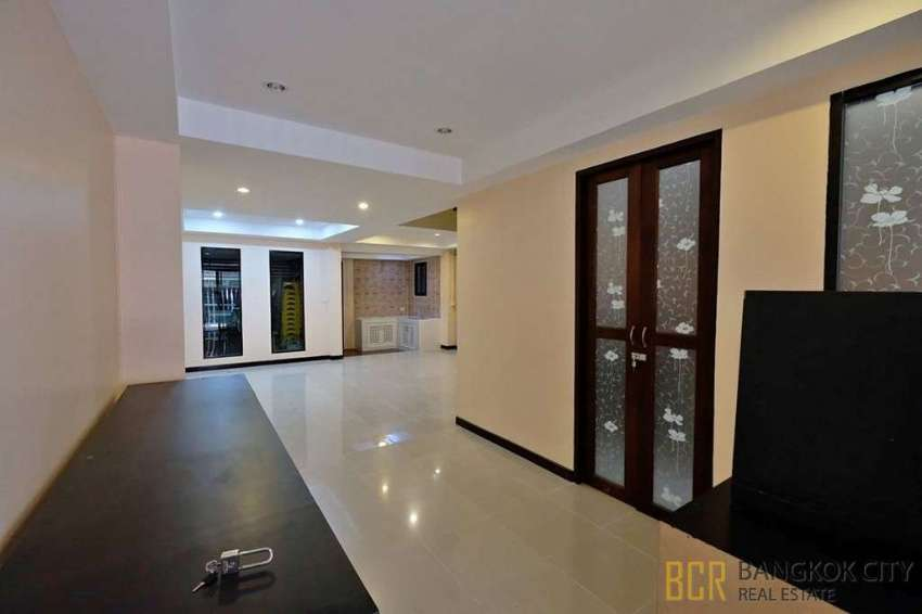 Newly Renovated 4 Bedroom Townhome in Nuan Chan 24 for Sale