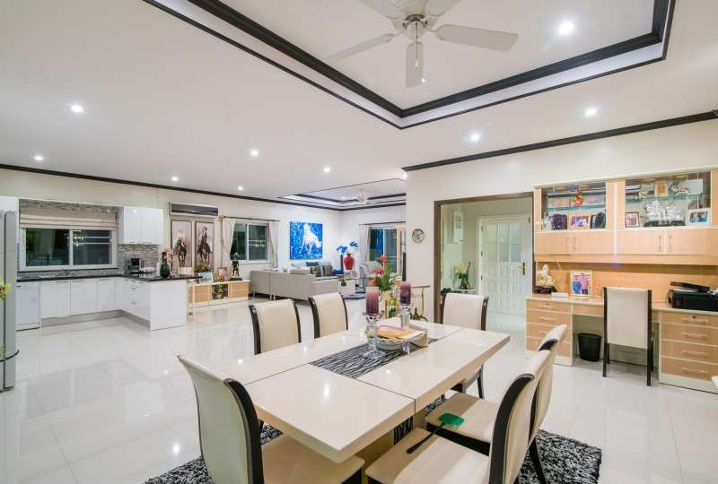 Furnished 4 BR 5 Bath Executive Pool Villa with Poolside Guesthouse