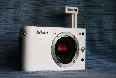 Nikon 1 J1  Mirrorless Digital Camera White Body