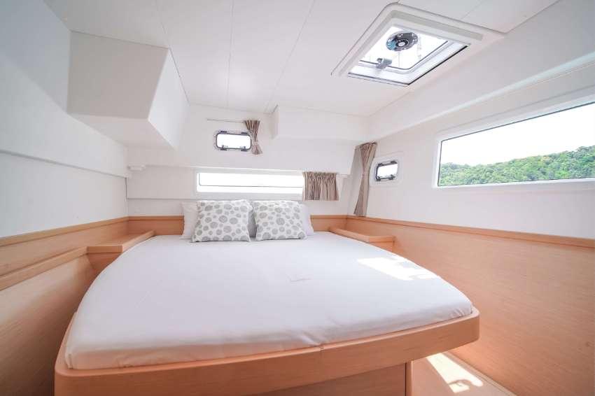 2019 – Lagoon 42   Maralyn – Sailing Catamaran