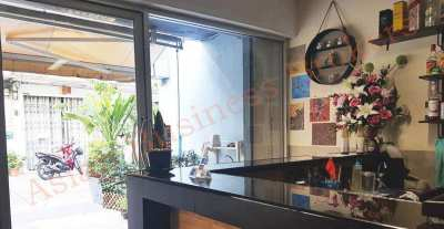 0109109 Charoen Krung Bar and Guesthouse for Sale