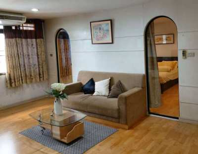 Luxury condo in the heart of the city. Walk 3 min to BTS Ratchadamri