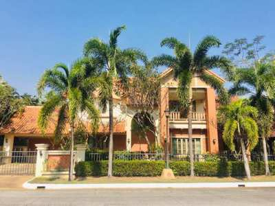 uxury House in a very secure gated community house for rent/sale.