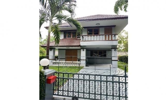 House for sale near Kad Farang on Hang Dong Rd.