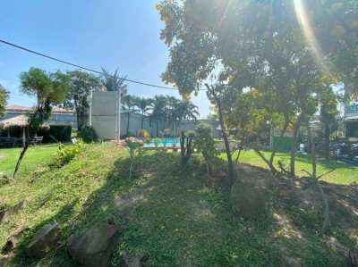 52 apartments + 4 shops on 3+ rai of land for 40 MB in east pattaya