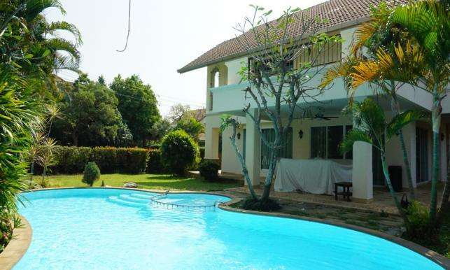 House for rent with private swimming pool, 2 km. from Makro super stor