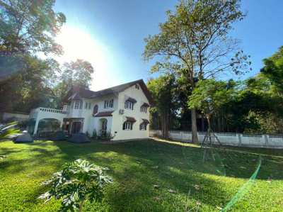 Big family house with large and green garden located near to CMU