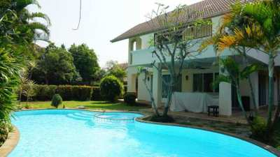 House for rent with private swimming pool