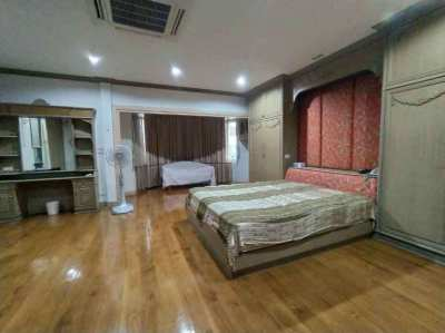Large Detached House Thonglor Gardens and Generous Parking