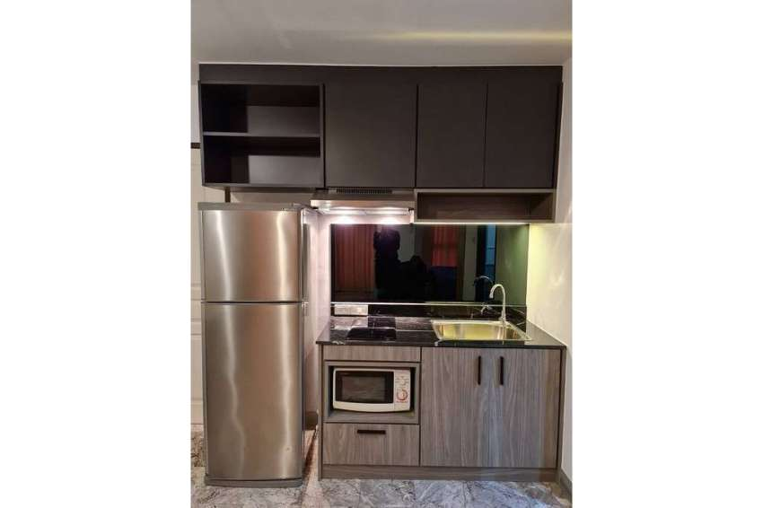 Renovated Top Floor Studio Unit at Surawong Classic Place Condo Rent