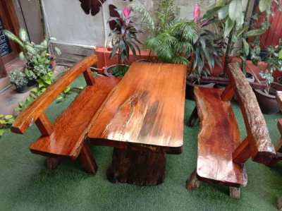 Garden Table in red wood with 2 benches