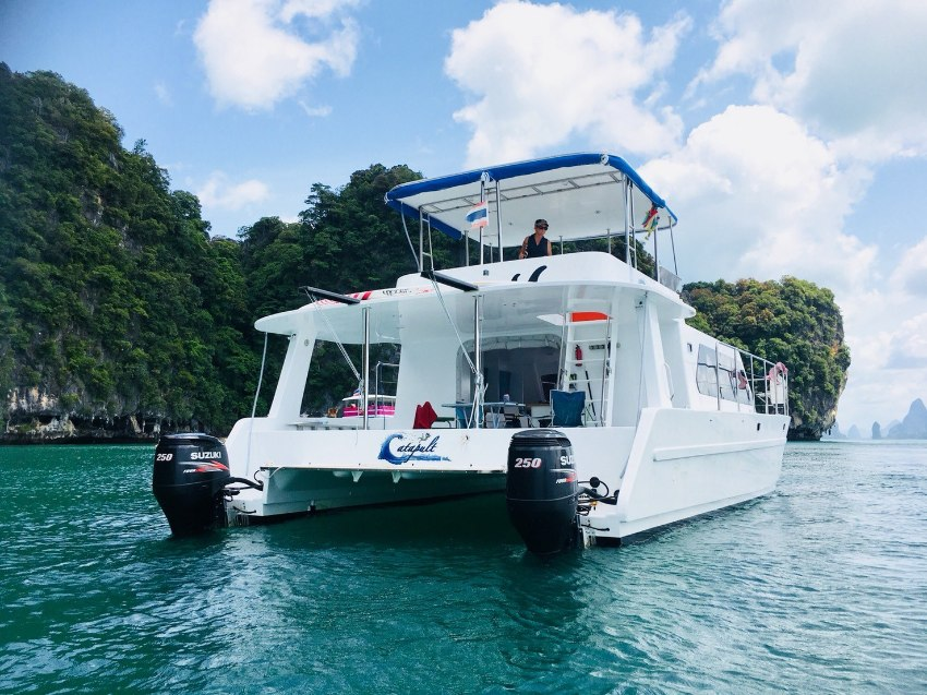 40' Power Catamaran. 360 degree views from flybridge