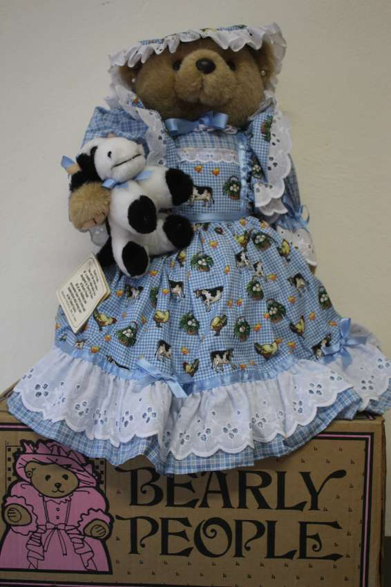 Bearly People KC 16 - Kaitlyn's  Cow 40 cm