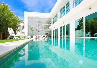 Luxury beach villa 5 bedrooms/5 bathrooms for sale, Pratumnak hill
