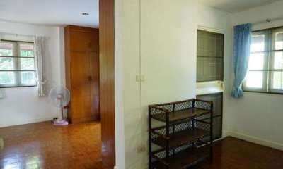 House for rent in JedYod area, 2.2 km. from Maya shopping mall.