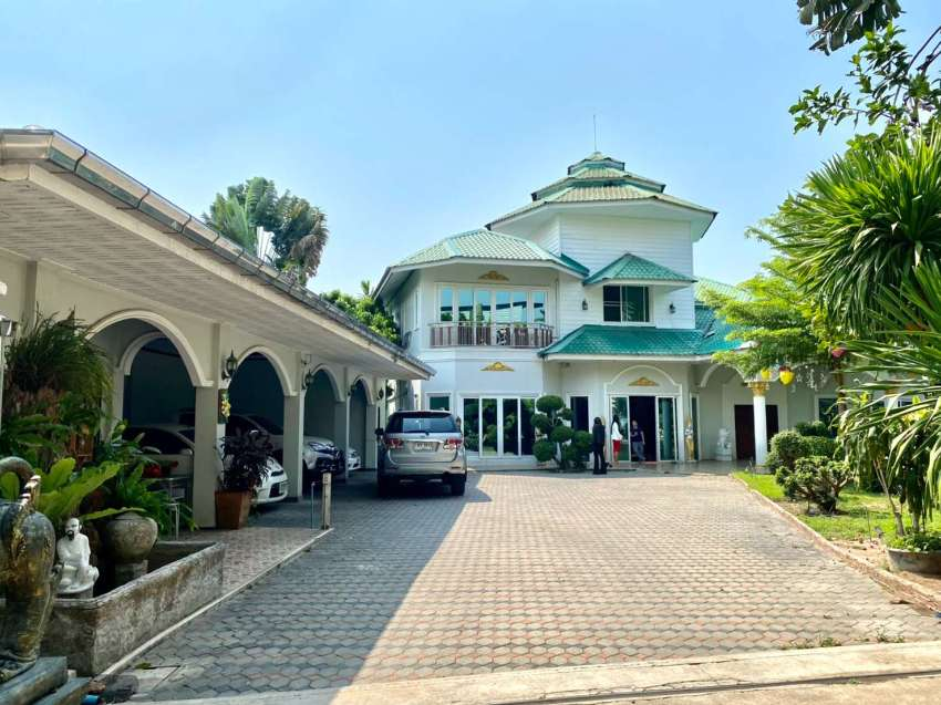 ★ Spectacular house for sale with 8 bedrooms/7 bathrooms & guest house