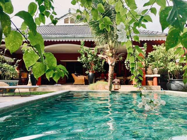 Lovely well decorated pool villa in Hua hin center for sale