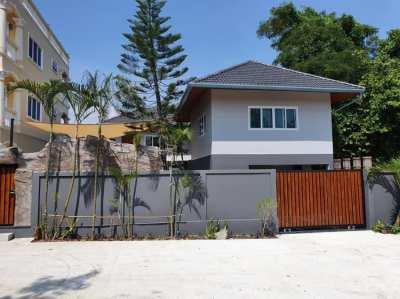 Brand new luxury 4 bedroom pool villa for sale in Rawai, Phuket