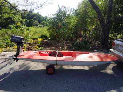 REDUCED TO 27000 . Im selling my plastic 3.5m SpeedBoat ,