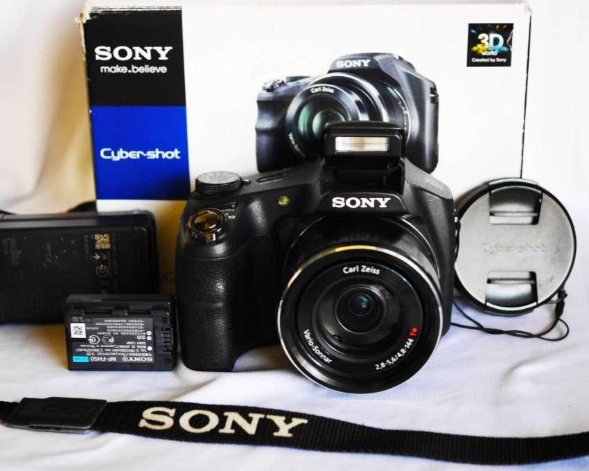 Sony HX200 Carl Zeiss® Vario-Sonnar f2.8 lens, Cyber-shot in Box