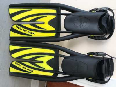 *Price Reduced* Brand New Scubapro Twin Jet Pro Fins Size M