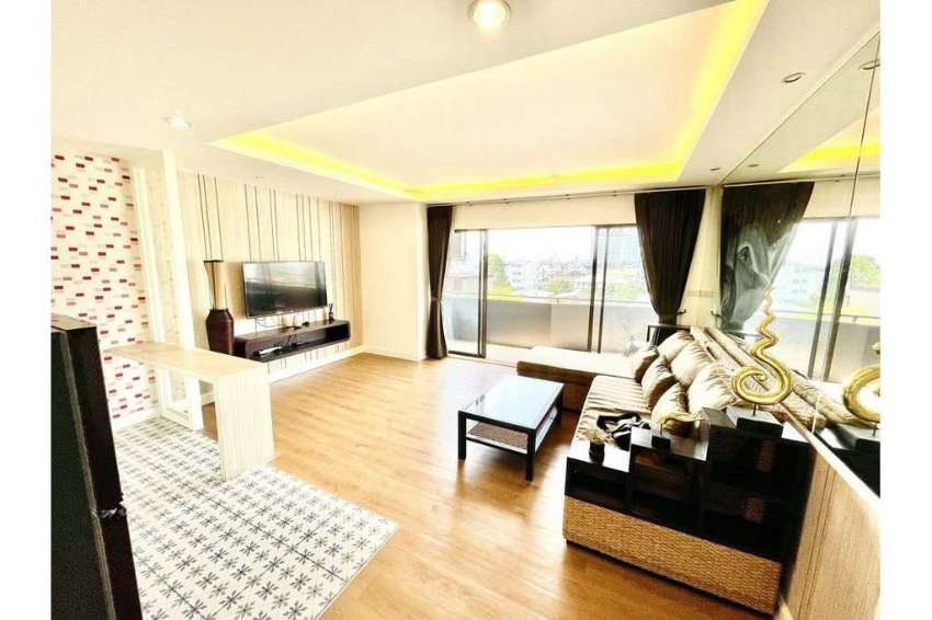 Beat Deal in Ari Newly Renovated 1 Bedroom Unit at Phasuk Place Condo