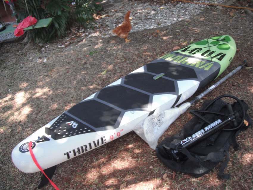 SUP INFLATABLE THRIVES AQUAMARINA 9'9 with paddle and accessories