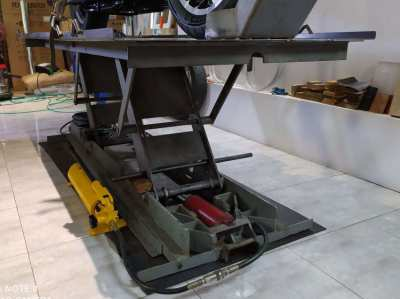 LIFT FOR MOTORCYCLE-WORKBENCH