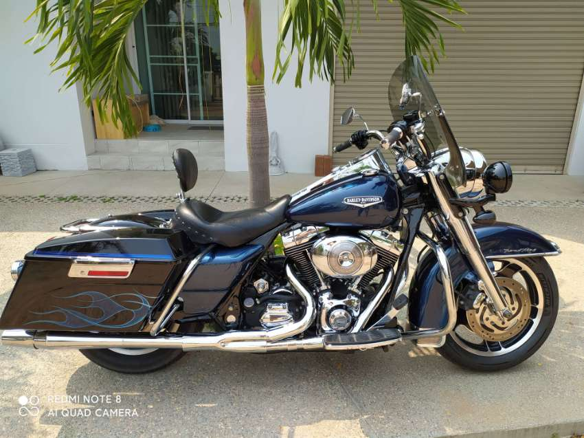 HARLEY ROADKING with lots of extra$