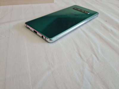 SAMSUNG S10+ in very good condition. Purchased 2019 in Thailand