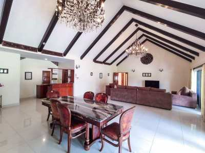 (HS306-04) Gorgeous High-Quality 4-Bedroom Luxury Home with Swimming P