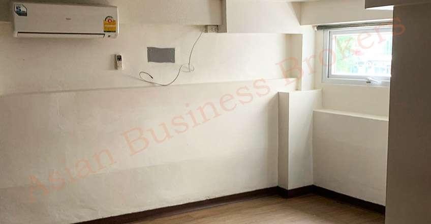 0149148 Empty 15-Room Guesthouse for Rent near BTS Ekamai