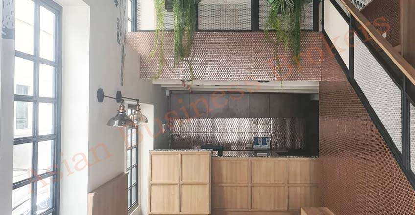 0109058 Silom Restaurant with Rooms in High Foot Traffic Area for Rent