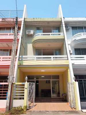 3 storey townhouse only 180 meters from the beach. 1,995,000 THB