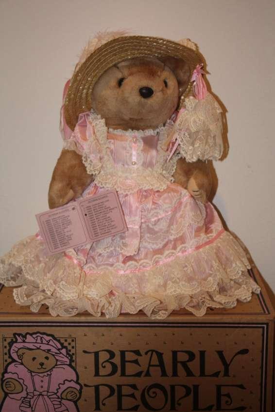 Bearly People VB 540 - Ribbons N' Roses 40 cm