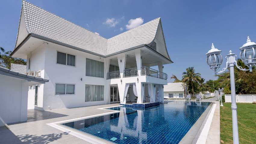 #3145  REFURBISHED AND EXTENDED 9 BEDROOM POOL HOUSE IN 3.5 RAI